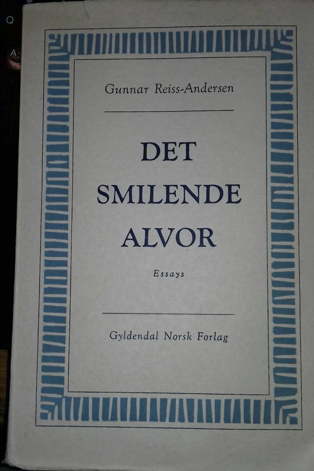 Det smilende alvor. Essays.